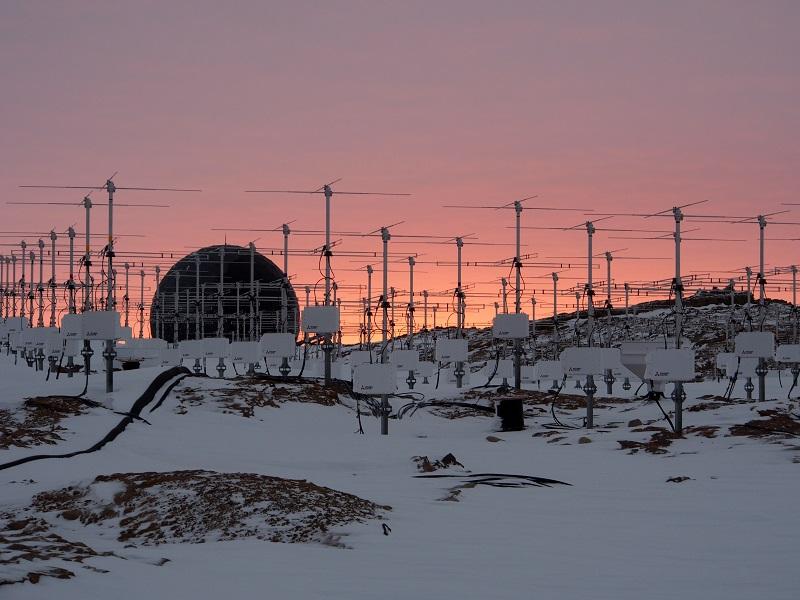オーロラを発生させる高エネルギー電子が大気圏に降り注ぐしくみを解明 ~成層圏オゾンの破壊を誘発する原因の謎解きが一歩前進~
